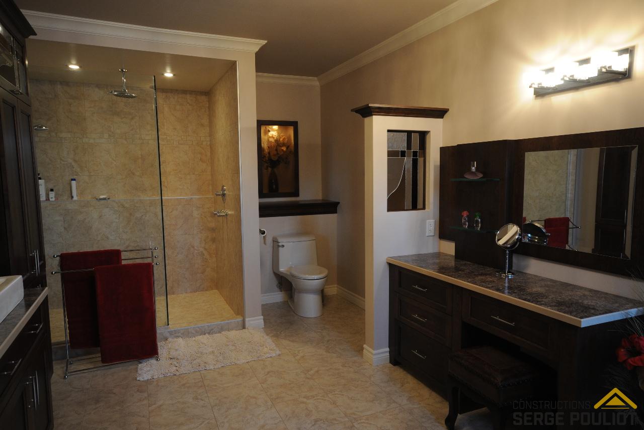 Cottage l vis csp1252 constructions serge pouliot for Ecran salle de bain